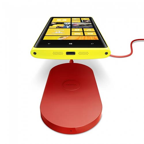 Nokia Lumia 920 - беспроводное зарядное устройство